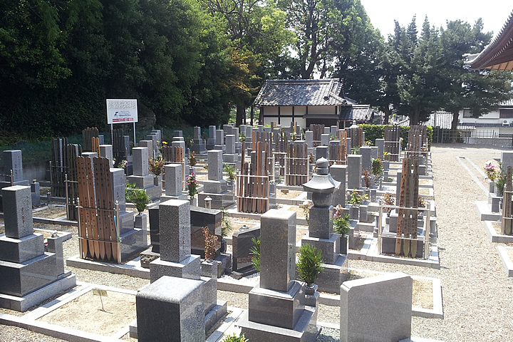 雲蓋院墓地